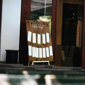 Foglalj helyet tábla, Ültetési rend, Meghívó & Kártya, Esküvő, Fotó, grafika, rajz, illusztráció, Festészet, Ezzel az ültető táblával biztos minden vendég egyszerűen megtalálja, hogy melyik asztalhoz kell ülni..., Meska