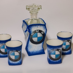 Bmw rajongóknak egyedi különleges formájú whiskys üveg 4 db pohárral , Férfiaknak, Sör, bor, pálinka, Otthon & lakás, Konyhafelszerelés, Decoupage, transzfer és szalvétatechnika, Bmw rajongóknak egyedi különleges formájú whiskys üveg poharakkal. \nBMW kedvelőknek kötelező kellék!..., Meska