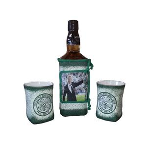 Kelta focicsapat emblémájával és fotoval dekorált whiskys üveg whiskys poharakkal rajongói ajándék.  - otthon & lakás - konyhafelszerelés - pohár - Meska.hu