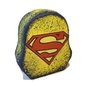 Superman kerámia persely ajándék superman rajongóknak, Egyéb, Gyerek & játék, Gyerekszoba, Játék, Decoupage, transzfer és szalvétatechnika, Superman kerámia persely (pénztartó, pénztároló, pénzgyűjtő) ajándék superman rajongóknak. \n\nMérete:..., Meska