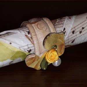 Sárga rózsás, szives, teklagyöngyös fa szalvétagyűrű esküvőre, eljegyzésre, házassági évfordulóra, nászajándékba., Otthon & Lakás, Szalvéta, Konyhafelszerelés, Sárga rózsás, szives, teklagyöngyös fa szalvétagyűrű esküvőre, eljegyzésre, házassági évfordulóra, n..., Meska