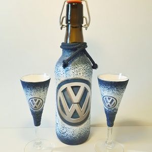 Volkswagen rajongóknak csatos dísz-és használati üveg talpas röviditalos poharakkal , Férfiaknak, Sör, bor, pálinka, Konyhafelszerelés, Otthon & lakás, Decoupage, transzfer és szalvétatechnika, Volkswagen rajongóknak csatos dísz-és használati üveg talpas röviditalos poharakkal. (500 ml és 50 m..., Meska