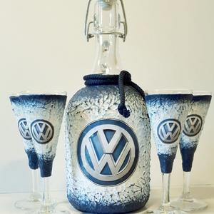 VOLKSWAGEN italos üveg VOLKSWAGEN rajongói ajándék röviditalos poharakkal szülnapra, névnapra, karácsonyra., Otthon & Lakás, Díszüveg, Dekoráció, VOLKSWAGEN italos üveg VOLKSWAGEN rajongói ajándék röviditalos poharakkal szülnapra, névnapra, karác..., Meska