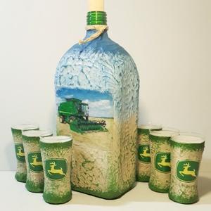 John Deere kombájn díszüveg röviditalos poharakkal kombájnt kedvelőknek szülinapra, névnapra, Otthon & Lakás, Konyhafelszerelés, Üveg & Kancsó, Decoupage, transzfer és szalvétatechnika, John Deere kombájn italos díszüveg röviditalos poharakkal kimbájnt kedvelőknek szülinapra, névnapra...., Meska