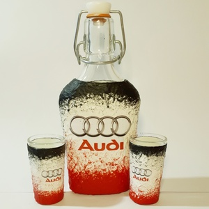 Audi emblémás csatos üveg röviditalos poharakkal autó rajongói ajándék, Otthon & lakás, Konyhafelszerelés, Férfiaknak, Sör, bor, pálinka, Legénylakás, Decoupage, transzfer és szalvétatechnika, Audi emblémás csatos üveg röviditalos poharakkal autó rajongói ajándékl\n\nA poharak és az üveg űrtart..., Meska