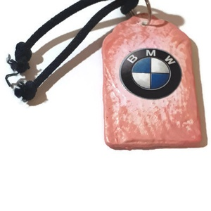Csajos pink Bmw sötétben fluoreszkáló fa kulcstartó., Férfiaknak, Egyéb, Kulcstartó, táskadísz, Táska, Divat & Szépség, Decoupage, transzfer és szalvétatechnika, Csajos pink Bmw sötétben fluoreszkáló fa kulcstartó.\n\nMérete: 8,5x5 cm. \n\nBmw kedvelőknek kötelező k..., Meska
