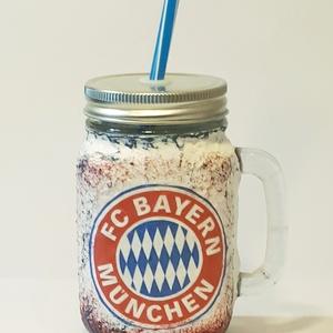 Bayern München foci rajongói sörös korsó vagy szívószálas üveg kettő az egyben, Díszüveg, Dekoráció, Otthon & Lakás, Decoupage, transzfer és szalvétatechnika, Bayern München foci rajongói sörös korsó vagy szívószálas üveg kettő az egyben\n\nFoci rajongó a csalá..., Meska