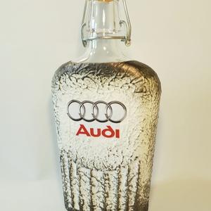 Audi emblémás csatos üveg autó rajongói ajándék 500 ml. , Konyhafelszerelés, Otthon & lakás, Férfiaknak, Sör, bor, pálinka, Legénylakás, Decoupage, transzfer és szalvétatechnika, Audi emblémás csatos üveg autó rajongói ajándék.\n\nAz üveg űrtartalma: 500 ml. \n\nAudi rajongó család ..., Meska