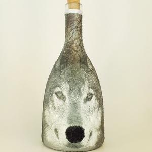Farkas bársonyos orrú dísz- és használati italos üveg, farkas kedvelőknek, vadászoknak. (750 ml), Otthon & Lakás, Üveg & Kancsó, Konyhafelszerelés, Farkas bársonyos orrú dísz- és használati italos üveg, farkas kedvelőknek, vadászoknak. (750 ml)  Az..., Meska
