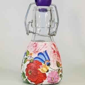 Kalocsai mintás, piros-fehér-zöld magyaros dísz-és használati mini csatos üveg ajándék hagyományörzőknek, Otthon & Lakás, Dekoráció, Díszüveg, Decoupage, transzfer és szalvétatechnika, Meska