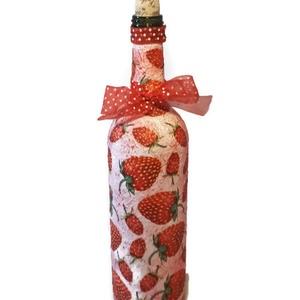 Epres üveg üdítőnek, szörpnek vagy bármilyen italnak eperimádóknak, Konyhafelszerelés, Otthon & lakás, Lakberendezés, Dekoráció, Kancsó , Decoupage, transzfer és szalvétatechnika, Epres üveg üdítőnek, szörpnek vagy bármilyen italnak eperimádóknak. (750 ml)\n\nKülönleges tavaszi asz..., Meska