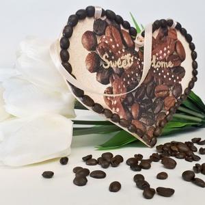 Kávészemes édes otthon szives ajtódísz ajándék kávéimádóknak, Isten hozott tábla, Ház & Kert, Otthon & Lakás, Decoupage, transzfer és szalvétatechnika, Kávészemes édes otthon szives ajtódísz ajándék kávéimádóknak. \nMérete: 11x18 cm.\n\nKapható hozzá illő..., Meska