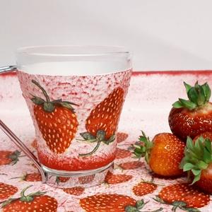 Epres kávés pohár, üveg cappucinos pohár fém levehető füllel eperimádóknak ajándék ötlet anyák napjára, gyermeknapra., Pohár, Konyhafelszerelés, Otthon & Lakás, Decoupage, transzfer és szalvétatechnika, Epres kávés pohár, üveg cappucinos pohár fém levehető füllel eperimádóknak ajándék ötlet anyák napjá..., Meska