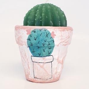 Virágos kaktuszos gyertya agyag kaspóban ajándék gyermeknapra, szülinapra, névnapra, valentin napra., Gyertya & Gyertyatartó, Dekoráció, Otthon & Lakás, Decoupage, transzfer és szalvétatechnika, Virágos kaktuszos gyertya agyag kaspóban ajándék gyermeknapra, szülinapra, névnapra, mikulásra, kará..., Meska