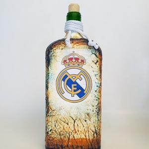 Real Madrid foci rajongói ajándék - lapos italos dísz- és használati üveg. , Díszüveg, Dekoráció, Otthon & Lakás, Decoupage, transzfer és szalvétatechnika, Real Madrid foci rajongói ajándék - lapos italos dísz- és használati üveg. \n\nŰrtartalma: 750 ml -100..., Meska