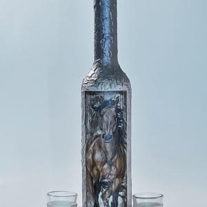 Lovas dísz-és használati italos üveg, pálinkás üveg röviditalos poharakkal ló kedvelőknek. , Otthon & Lakás, Üveg & Kancsó, Konyhafelszerelés, Lovas dísz-és használati italos üveg, pálinkás üveg röviditalos poharakkal  ló kedvelőknek (500 ml +..., Meska