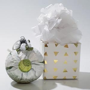 Írisz üveggömb, karácsonyfadísz, karácsonyi dekoráció díszdobozban., Karácsony & Mikulás, Karácsonyfadísz, Írisz üveggömb, karácsonyfadísz, karácsonyi dekoráció díszdobozban. A gömb átmérője: 6-8 cm. A díszd..., Meska