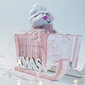 Zokni hóember pink fa havas szánkóban, ünnepi asztali dísz, szobadísz, mikulás ajándék, karácsonyi dekoráció., Karácsonyi dekoráció, Karácsony & Mikulás, Otthon & Lakás, Mindenmás, Decoupage, transzfer és szalvétatechnika, Zokni hóember pink fa havas szánkóban, ünnepi asztali dísz, szobadísz, mikulás ajándék, karácsonyi d..., Meska