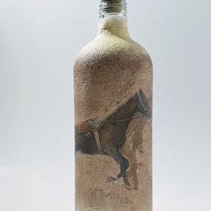 Lovas dísz-és használati italos üveg, pálinkás üveg, boros üveg ló kedvelőknek. , Otthon & lakás, Férfiaknak, Sör, bor, pálinka, Konyhafelszerelés, Decoupage, transzfer és szalvétatechnika, Lovas dísz-és használati italos üveg, pálinkás üveg, boros üveg ló kedvelőknek (1000 ml)\n\nAz üveg kü..., Meska