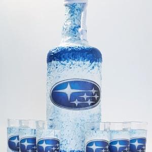 Subaru italos dísz- és használati üveg röviditalos pohárszettel autó rajongói ajándék., Otthon & Lakás, Konyhafelszerelés, Üveg & Kancsó, Decoupage, transzfer és szalvétatechnika, Subaru italos dísz- és használati üveg röviditalos pohárszettel autó rajongói ajándék.\n\n(6x25 ml +75..., Meska