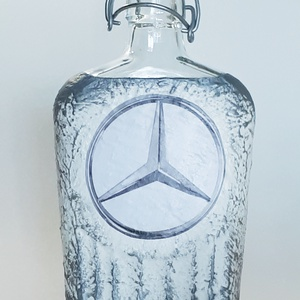 Mercedes csatos dísz- és használati italos üveg pálinkás üveg merci rajongói ajándék, Otthon & Lakás, Dekoráció, Díszüveg, Decoupage, transzfer és szalvétatechnika, Mercedes csatos dísz- és használati italos üveg pálinkás üveg merci rajongói ajándék férfiaknak, fér..., Meska