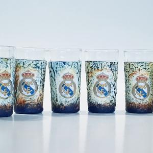 Real Madrid röviditalos pohárszet foci rajongói ajándékl, Férfiaknak, Sör, bor, pálinka, Legénylakás, Focirajongóknak, Decoupage, transzfer és szalvétatechnika, Real Madrid röviditalos pohárszet foci rajongói ajándék.\n\nA poharak űrtartalma: 25 ml\n\nFoci rajongó ..., Meska