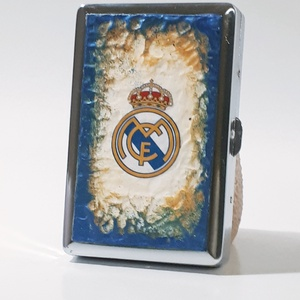 Real Madrid sötétben fluoreszkáló fém cigaretta tárca, cigi tartó futball rajongói ajándék férfiaknak, férjeknek., Cigarettatárca, Pénztárca & Más tok, Táska & Tok, Decoupage, transzfer és szalvétatechnika, Real Madrid sötétben fluoreszkáló fém cigaretta tárca, cigi tartó futball rajongói ajándék férfiakna..., Meska