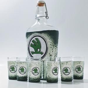 Skoda csatos dísz- és használati italos üveg röviditalos poharakkal skoda rajongói ajándék, Férfiaknak, Legénylakás, Sör, bor, pálinka, Decoupage, transzfer és szalvétatechnika, Skoda csatos dísz- és használati italos üveg röviditalos poharakkal skoda rajongói ajándék férfiakna..., Meska