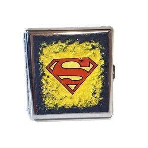 Superman fém cigaretta tárca, superman imádónak szülinapra, névnapra, karácsonyra. , Cigarettatárca, Pénztárca & Más tok, Táska & Tok, Decoupage, transzfer és szalvétatechnika, Superman fém cigaretta tárca superman kedvelőknek szülinapra, névnapra, karácsonyra.\n\nSuperman imádó..., Meska