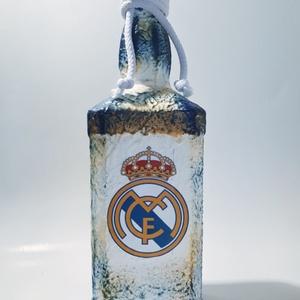 Real Madrid foci rajongói ajándék - italos dísz- és használati szögletes üveg. , Férfiaknak, Sör, bor, pálinka, Legénylakás, Focirajongóknak, Decoupage, transzfer és szalvétatechnika, Real Madrid foci rajongói ajándék - italos dísz- és használati szögletes üveg. \n\nŰrtartalma: 750 ml\n..., Meska