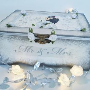 Mr. and Mrs. menyasszony és vőlegény ezüst dekor fa díszdoboz, emlékdoboz, pénzgyűjtő esküvőre eljegyzésre évfordulóra. , Esküvő, Nászajándék, Esküvői dekoráció, Otthon & lakás, Dekoráció, Decoupage, transzfer és szalvétatechnika, Mr. and Mrs. menyasszony és vőlegény ezüst dekor fa díszdoboz, emlékdoboz, pénzgyűjtő esküvőre, elje..., Meska