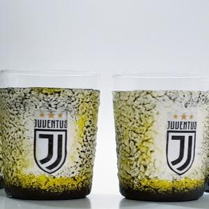 Juventus foci rajongói wiskeys dísz- és használati pohárszett 4db-os, Otthon & lakás, Konyhafelszerelés, Férfiaknak, Focirajongóknak, Sör, bor, pálinka, Decoupage, transzfer és szalvétatechnika, Juventus foci rajongói wiskeys dísz- és használati whiskeys pohárszett (4x 2dl)\n\nItal és foci kedvel..., Meska