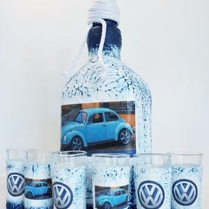 Volkswagen bogár rajongóknak pálinkás dísz-és használati üveg röviditalos poharakkal , Férfiaknak, Sör, bor, pálinka, Otthon & lakás, Konyhafelszerelés, Decoupage, transzfer és szalvétatechnika, Volkswagen bogár rajongóknak dísz-és használati pálinkás üveg röviditalos poharakkal. (750 ml és 25 ..., Meska