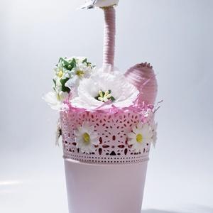 Húsvéti pink asztali dísz margarétás és zsenília tojásal pink zsenília ágon ülő madárral + virágszirom virágos kaspóban, Otthon & lakás, Dekoráció, Dísz, Ünnepi dekoráció, Húsvéti díszek, Lakberendezés, Asztaldísz, Mindenmás, Húsvéti pink asztali dísz margarétás és zsenília tojásal pink zsenília ágon ülő madárral + virágszir..., Meska