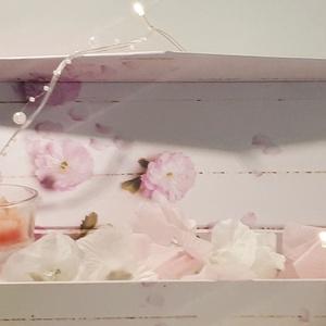 Babarózsa rózsa gyertya üveg gyertyatartóban díszdobozban rózsaszirom imitációval ajándékkártyával, ajándék szülinapra (Biborvarazs) - Meska.hu