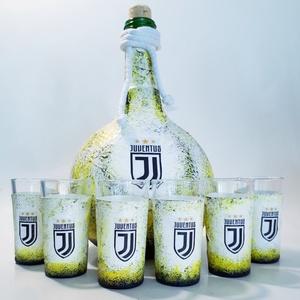 Juventus foci rajongói gömbölyű italos dísz- és használati üveg röviditalos poharakkal futball szurkolói ajándék, Otthon & Lakás, Dekoráció, Díszüveg, Decoupage, transzfer és szalvétatechnika, Juventus foci rajongói gömbölyű italos dísz- és használati pálinkás, boros, italos üveg röviditalos ..., Meska