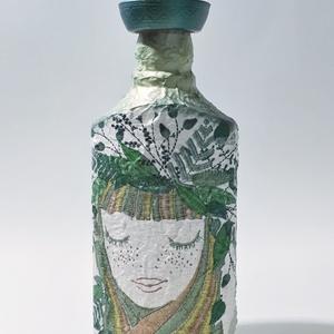 Kertész lánya zöld kalapos dísz- és használati italos üveg, boros üveg, pálinkás üveg kertészeknek szülinapra, névnapra., Otthon & Lakás, Dekoráció, Díszüveg, Kertész lánya zöld kalapos dísz- és használati italos üveg, boros üveg, pálinkás üveg kertészeknek s..., Meska