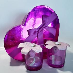 Gravírozott pink sötétben világító teamécses pink szív alakú díszdobozban, 1-100 szülinapra, Gyertya & Gyertyatartó, Dekoráció, Otthon & Lakás, Gravírozás, pirográfia, Gravírozott pink sötétben világító teamécses pink szív alakú díszdobozban, 10-100 szülinapra\nA szett..., Meska
