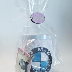 Pink csajos Bmw füles kerámia pohár fa kulcstartóval Bmw autó rajongói ajándék hölgyeknek , Otthon & lakás, Konyhafelszerelés, Bögre, csésze, Egyéb, Táska, Divat & Szépség, Kulcstartó, táskadísz, Decoupage, transzfer és szalvétatechnika, Pink csajos Bmw füles kerámia pohár fa kulcstartóval Bmw autó rajongói ajándék hölgyeknek \n\n2-3 dl -..., Meska