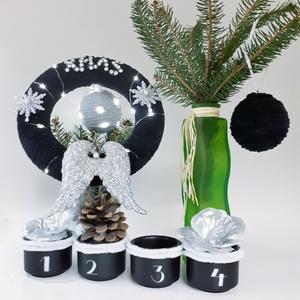 Adventi fekete gravírozott sötétben világító mécses ezüst angyalszárnyas zsenília koszorú, ajtódísz, kopogtató szobadísz, Karácsony & Mikulás, Karácsonyi kopogtató, Fekete - ezüst angyalszárnyas zsenília koszorú, ajtódísz, kopogtató, szobadísz+ kerámia gravírozott ..., Meska