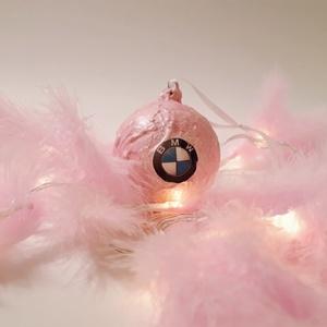 Bmw pink karácsonyfa gömb, karácsonyfa dísz autó rajongói ajándék, karácsonyi ajándék, mikulás és adventi meglepi, Karácsony & Mikulás, Karácsonyfadísz, Decoupage, transzfer és szalvétatechnika, Bmw pink karácsonyfa gömb, karácsonyfa dísz autó rajongói ajándék, karácsonyi ajándék, mikulás és ad..., Meska