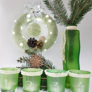 Zöld fenyő tobozos karácsonyi zsenília koszorú, ajtódísz, kopogtató, szobadísz+ üveg gravírozott adventi mécses szett., Otthon & Lakás, Karácsony & Mikulás, Karácsonyi dekoráció, Mindenmás, Zöld fenyő tobozos karácsonyi potpourri zsenília koszorú, ajtódísz, kopogtató, szobadísz + üveg grav..., Meska