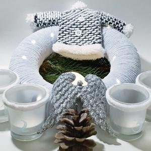 Ezüst-fehér karácsonyi zsenília angyalszárnyas koszorú, ajtódísz kopogtató szobadísz+ üveg gravírozott adventi mécses-, Otthon & Lakás, Karácsony & Mikulás, Karácsonyi dekoráció, Mindenmás, Ezüst-fehér karácsonyi zsenília angyalszárnyas koszorú, ajtódísz, kopogtató, szobadísz + üveg gravír..., Meska