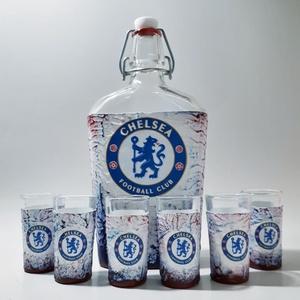 Chelsea foci rajongói csatos  italos dísz- és használati üveg röviditalos poharakkal, futball rajongói ajándék, Otthon & Lakás, Dekoráció, Díszüveg, Decoupage, transzfer és szalvétatechnika, Chelsea foci rajongói csatos  italos dísz- és használati üveg röviditalos poharakkal, futball rajong..., Meska