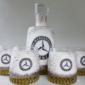 Mercedes rajongóknak különleges formájú whiskys üveg 4 db pohárral, egyedi darab évfordulóra, szülinapra, névnapra , Otthon & Lakás, Dekoráció, Díszüveg, Decoupage, transzfer és szalvétatechnika, Mercedes rajongóknak különleges formájú whiskys üveg 4 db pohárral, egyedi darab évfordulóra, szülin..., Meska