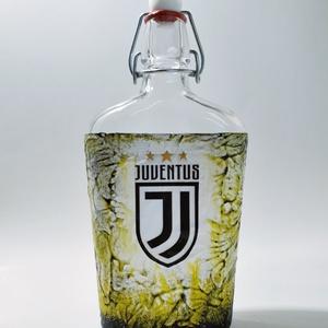 Juventus foci rajongói csatos italos dísz- és használati pálinkás, boros üveg. Egyedi ajándék minden alkalomra., Otthon & Lakás, Dekoráció, Díszüveg, Juventus foci rajongói csatos italos dísz- és használati pálinkás boros üveg. (500 ml)  Ital és foci..., Meska