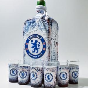 Chelsea foci rajongói lapos  italos dísz- és használati üveg röviditalos poharakkal, futball rajongói ajándék, Otthon & Lakás, Dekoráció, Díszüveg, Chelsea foci rajongói lapos dísz- és használati üveg röviditalos poharakkal, futball rajongói ajándé..., Meska