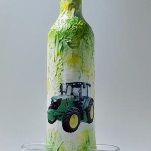 John Deere hosszú nyakú dísz- és használati italos üveg poharakkal névnapra, szülinapra, karácsonyra., Otthon & Lakás, Dekoráció, Díszüveg, Decoupage, transzfer és szalvétatechnika, John Deere hosszú nyakú dísz- és használati italos üveg poharakkal névnapra, szülinapra, karácsonyra..., Meska