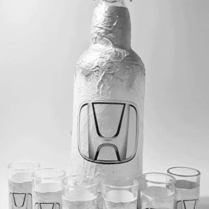 Honda italosüveg röviditalos poharakkal HONDA rajongói ajándék szülinapra, névnapra, karácsonyra autó rajongóknak, Otthon & Lakás, Dekoráció, Díszüveg, Decoupage, transzfer és szalvétatechnika, Meska