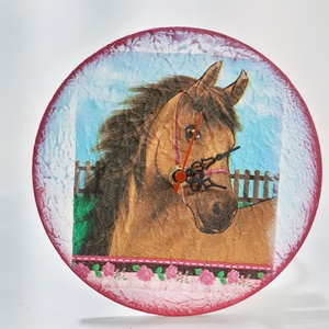 Lovas falióra. ló kedvelőknek, lovas szobadekoráció sötétben világító hatással., Otthon & Lakás, Dekoráció, Falióra & óra, Decoupage, transzfer és szalvétatechnika, Meska